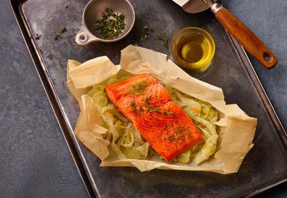 How to cook herbed salmon en papillote recipe | Carapelli